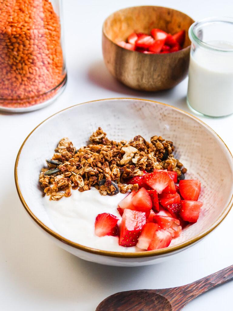 vegan-high-protein-granola-with-fruit